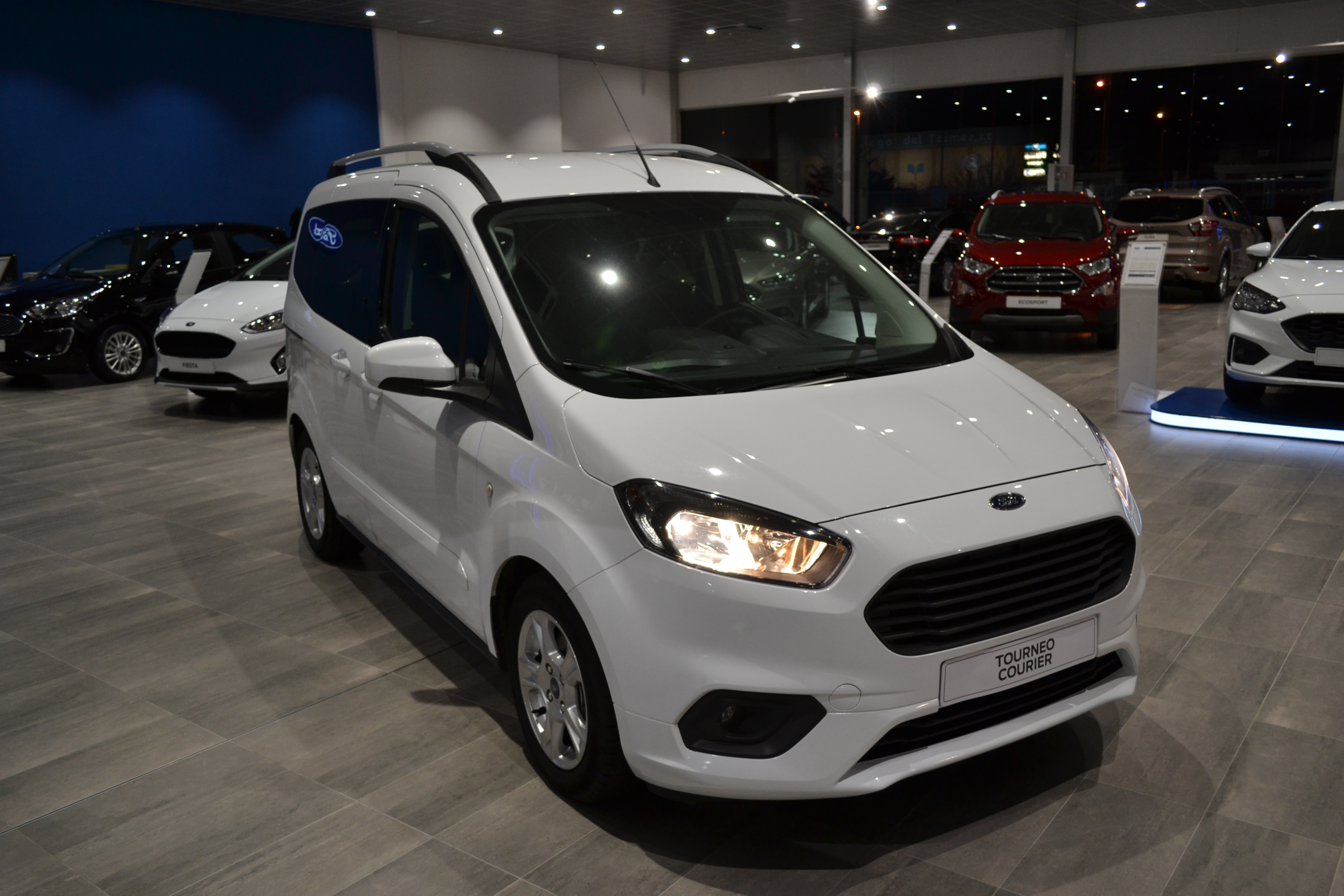 FORD-TOURNEO COURIER-TREND